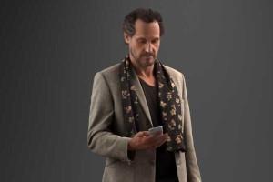 走路看手机的中年商务男性 8K贴图【模型】